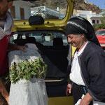 Autostop ad una signora di Olympos, isola di Karpathos