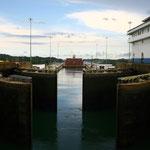 Schleuse im Panamakanal                                                               Foto: Schomberg
