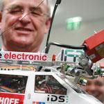 VW-Chef Martin Winterkorn und ein Modell                                                       Foto: Schomberg