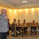 Hans Bock ermahnte die Kicker im Jubiläumsjahr bitte nicht abzusteigen :D Wir geben alles Hans