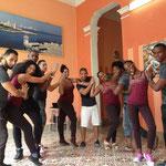Profesores de 'Salsabor a Cuba' en posición de rueda