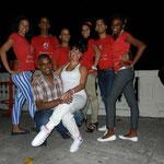 Tanzlehrer - Hinten: Daimé, Ñico, Curi, Mileydis, Chino & Daimara; Vorne: Juan Carlos & Yumirsi