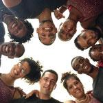 Profesores de 'Salsabor a Cuba' en un círculo