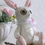 【Rosemary/ローズマリー】 誕生日:7/9 出身地:中央部 /フィリップとリアナの娘。兄はフィリップ二世 ●サイズ中/体長約15cm・座高約12cm(2010年制作)