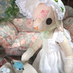 【Blossom/ブロッサム】 誕生日:7/3 出身地:中央部 /小鳥と仲良しの優しいお嬢さん。夏は家族とギンガム湖畔の避暑地へ ●サイズ中/体長約20cm・座高約15cm(2016年制作)
