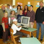 Übergabe von PC an die Außenstelle der Grundschule