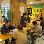 高齢対応チームでは買い物支援や居場所についてのアンケートを実施