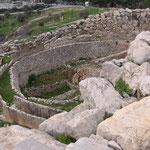 Das Gräberrund. Die Schachtgräber gehörten zu einer Gruppe von Königsgräbernaus dem 16.Jhdt v.Chr