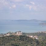 Rechts im Hintergrund die Insel Sapiéntza