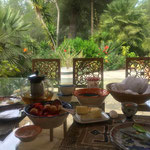 Frühstück auf Ibiza: die Steinbasen VOLUTE als Basis für einen traumhaften Blick.