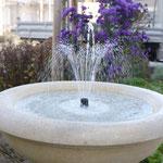 Bodensee: Steinschale auf Balusterpodest, Maßarbeit aus italienischem Kalkstein