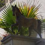 Potsdam: Bronzefigur Pferd CADENZA-II