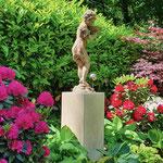 Potsdam: Bronzefigur EPONA klein auf Kalksteinsockel VICENZA 70x32x32 cm
