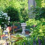 Potsdam: Steinbrunnen ST. DENIS, Sandsteinguss. Mediterrane Atmosphäre. Einer unserer Lieblingsgärten.
