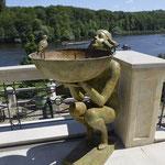 Potsdam: Bronzebrunnen ALESSIA, auf Terrasse mit Seeblick