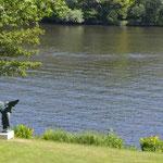 Potsdam: Bronzefigur ANGEL OF THE WATERS. Auch von ferne eine Pracht.