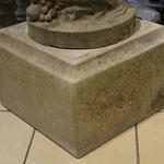 Wittstock/Prignitz: Podest VICENZA 33x33x30cm, naturpatinierter Vicenza-Kalkstein