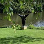 Potsdam: Bronzefigur ANGEL OF THE WATERS, phantastischer Platz am See