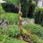 Falkensee: Wasserspeier AURORA im Bachbett eines Hanggartens.