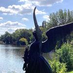 Potsdam: Bronzefigur ANGEL OF THE WATERS