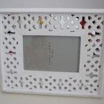 MARCO Madera calada Blanca y espejo / REF: MAR- 009/ 22 x 27 cms./ 1 unidad / Arriendo: $ 3.000 / Garantía: $ 15.000