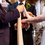 Zusammenführen der Hände nach dem Ringtausch © Sergej Falk