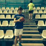 Max und Louis bei der geliebten Medizinball-Treppen Übung