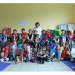 Klasse 1B mit Klassenlehrerin Frau Trisolini