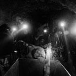 En el corazón de Cerro Rico, en Potosí, los mineros se juegan la vida casa día, trabajando en unas condiciones extremas