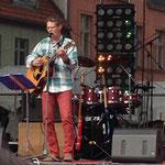 Meine Stimme hatte durch die vielen Auftritte am Wochenende etwas gelitten, dennoch hatte ich viel Spaß auf der großen Bühne auf der Insel.