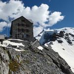 Unser heutiges Ziel, die Hütte mit Blick zum Ortler ...
