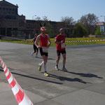 Ein Halb-Marathoni kommt als Häschen, mit Ohren und Stummelschwänzchen ...