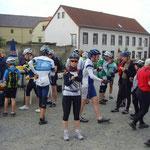 """Am 1. Kontrollpunkt in """"Nentmannsdorf"""" angekommen gibt's eine kleine Stärkung ..."""