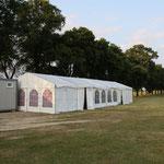Das Umkleide-Zelt ...