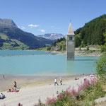 Der Reschensee mit dem Kirchturm ...