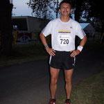 """Kurz vor dem Start - Alexander startet für seinen Lauf-Verein """"Dresdner Durchläufer"""".  Dieses Foto wurde mit einer anderen Kamera mit Blitzlicht aufgenommen!"""
