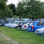 Der Parkplatz ist gut gefüllt, trotz Fußball-WM ...