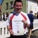 Hans-Jörg Roßberg gratuliert, er hat den 4. Platz in der AK 50  Männer belegt ...