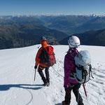 """Nach der Freude über den """"Gipfelerfolg"""" machen wir uns bald wieder an den Abstieg ..."""