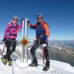 """Wir am Gipfelkreuz des """"ORTLERS"""" auf 3905 m Höhe ..."""