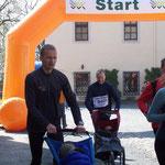 Bernd Hoche von den Dresdner Duchläufern auf der 9,5 km Strecke ...