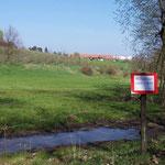 """Von hier ab ist es nur noch 1 km bis zum Ziel am """"Röhrsdorfer Schloss"""" ..."""