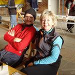 Ich habe hier die 10 km-Strecke  mit Nordic-Walking anbsoviert, so waren wir fast zur gleichen Zeim im Ziel ...