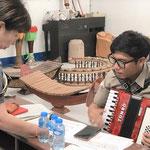 音楽教諭に対するアコーディオン指導(ヴィエンチャン高校)