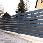 barrière grise en aluminium