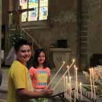 Kerzli anzünden in der Kirche von Confolens