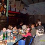 """Oliver,Julian,Katrin, Tim,  Anja,Patrick (""""taucht gerade ab""""),Adriana,Sabine,Nicole(endlich!), Nina,Wolfgang (zum 3.) Wieso tanzt """"Käptän Ahab"""" auf dem Weinfass ???"""