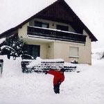 Winter in Oberlangau: Schneeballschlacht