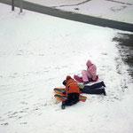 Rodelpartie der Kinder in Oberlangau