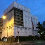 Mise en place des bâches décoratives sur les échafaudages à Neuilly sur Seine (92)